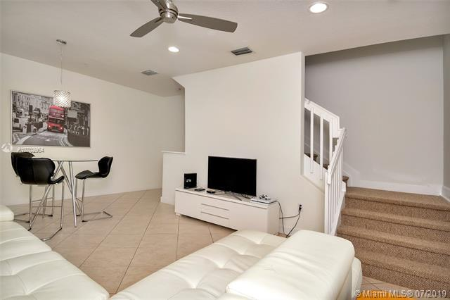 836 SW 147th Ave #3008, Pembroke Pines, FL 33027 (MLS #A10702954) :: Grove Properties
