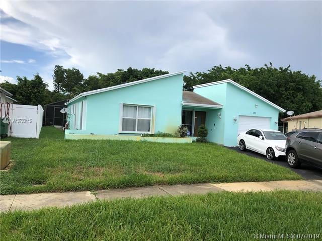 5721 NW 56th Pl, Tamarac, FL 33319 (MLS #A10703116) :: Green Realty Properties