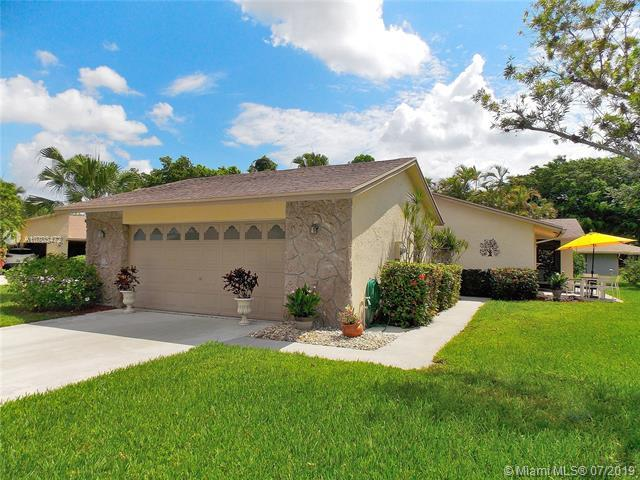 793 NW 25th Ave, Delray Beach, FL 33445 (MLS #A10703472) :: Grove Properties