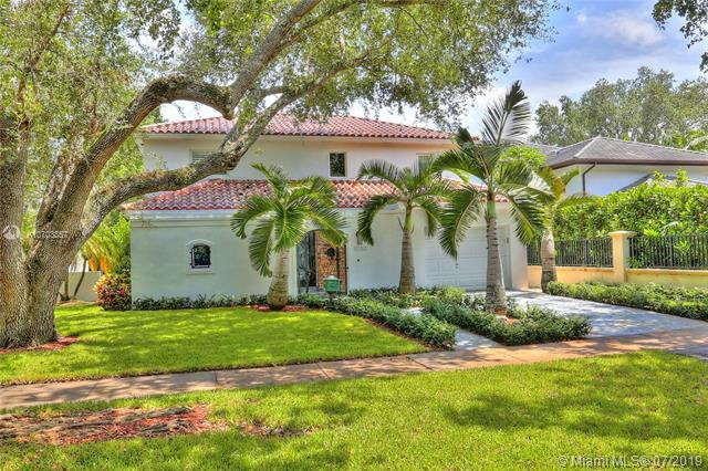 1050 Andora Ave, Coral Gables, FL 33146 (MLS #A10703857) :: The Maria Murdock Group