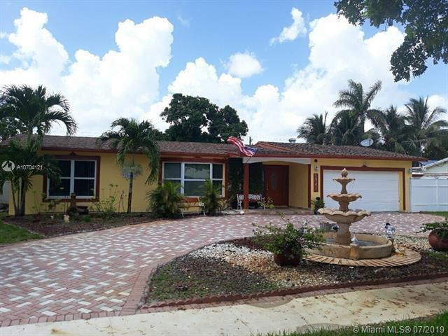 5741 SW 8th St, Plantation, FL 33317 (MLS #A10704121) :: The Paiz Group
