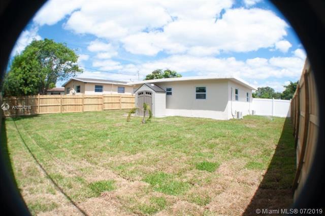 2626 NW 6th Court, Pompano Beach, FL 33069 (MLS #A10704316) :: Grove Properties