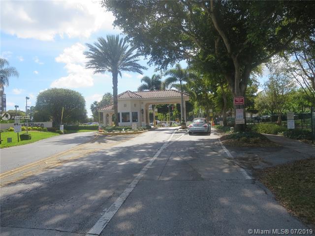 900 Saint Charles Pl #613, Pembroke Pines, FL 33026 (MLS #A10704320) :: Berkshire Hathaway HomeServices EWM Realty
