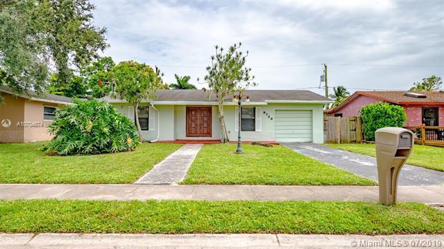 9720 SW 1st Pl, Boca Raton, FL 33428 (MLS #A10704674) :: Grove Properties