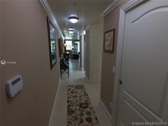 7594 SW 102nd St #200, Pinecrest, FL 33156 (MLS #A10704885) :: Berkshire Hathaway HomeServices EWM Realty