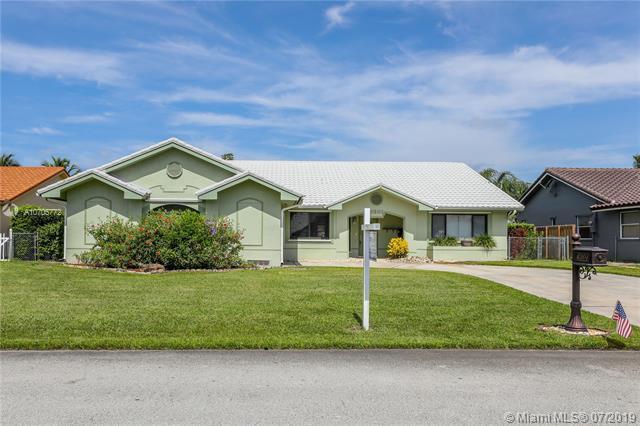 6301 Olde Moat Way, Davie, FL 33331 (MLS #A10705772) :: Castelli Real Estate Services