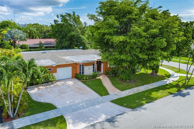 10501 SW 93rd Ter, Miami, FL 33176 (MLS #A10706267) :: Grove Properties