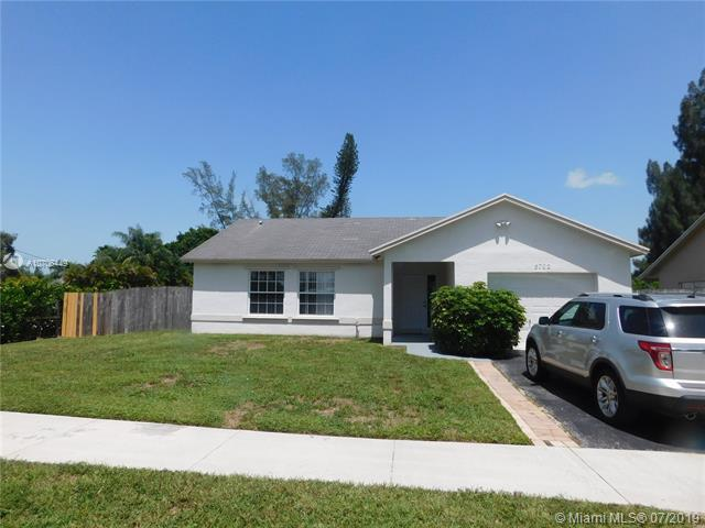 5702 SW 55th Ave, Davie, FL 33314 (MLS #A10706449) :: The Teri Arbogast Team at Keller Williams Partners SW