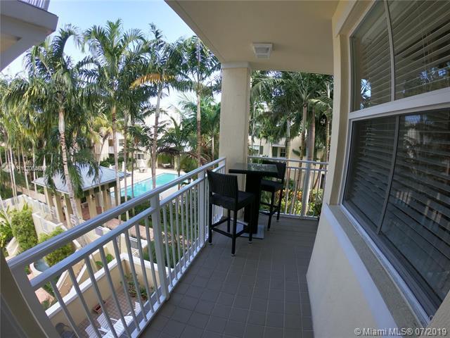 7596 SW 102nd St #301, Pinecrest, FL 33156 (MLS #A10706458) :: Berkshire Hathaway HomeServices EWM Realty