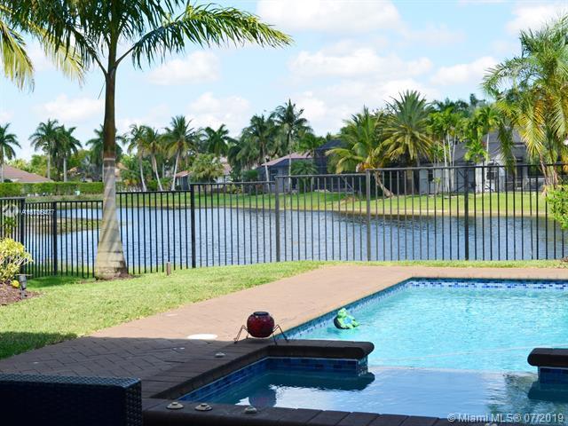 2564 Jardin Way, Weston, FL 33327 (MLS #A10706477) :: The Jack Coden Group