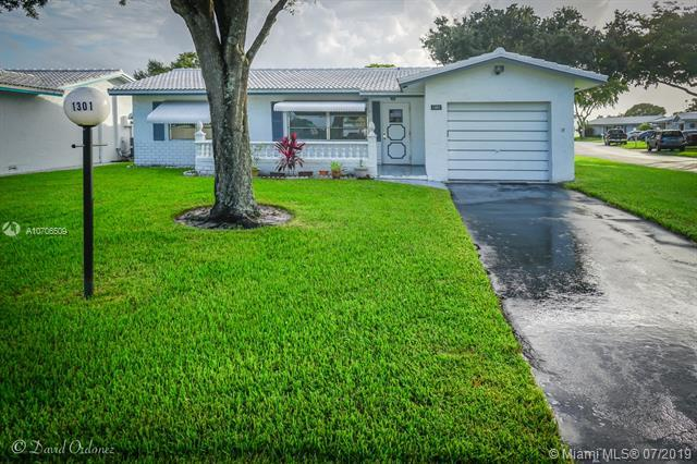 1301 NW 85th Ave, Plantation, FL 33322 (MLS #A10706509) :: Berkshire Hathaway HomeServices EWM Realty