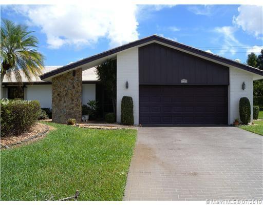8206 Cassia Ct, Tamarac, FL 33321 (MLS #A10706515) :: Green Realty Properties