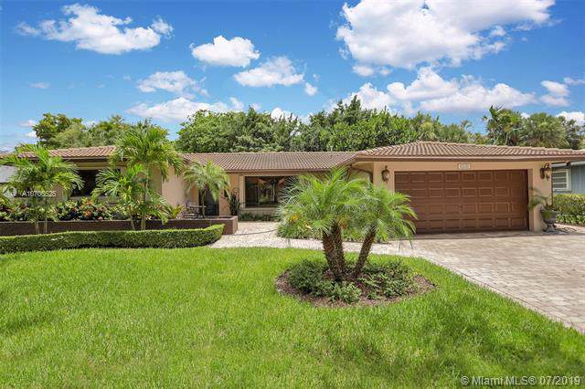 6530 Lake Blue Dr, Miami Lakes, FL 33014 (MLS #A10706525) :: Grove Properties
