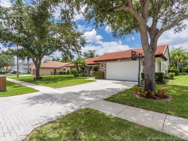 330 NW 195th Ave, Pembroke Pines, FL 33029 (MLS #A10706846) :: The Teri Arbogast Team at Keller Williams Partners SW