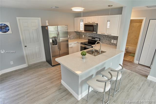 8841 SW 22nd St, Miramar, FL 33025 (MLS #A10706918) :: Berkshire Hathaway HomeServices EWM Realty