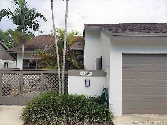 9909 NW 52nd Ln, Doral, FL 33178 (MLS #A10707054) :: The Jack Coden Group