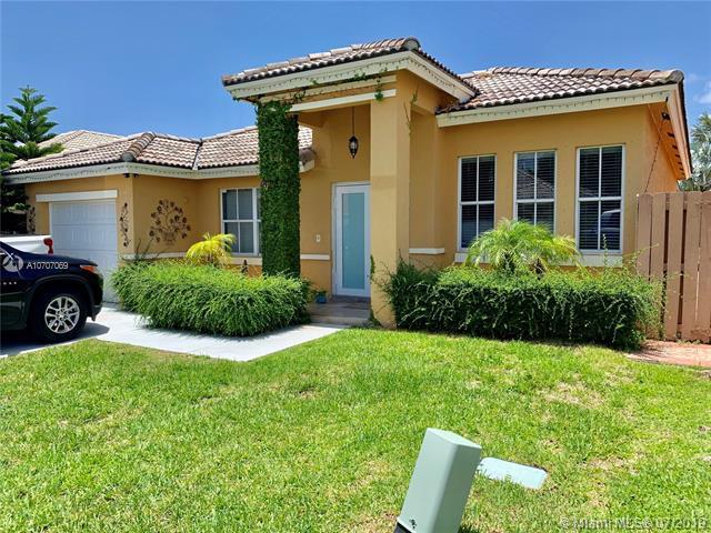 8218 SW 163rd Pl, Miami, FL 33193 (MLS #A10707069) :: Grove Properties