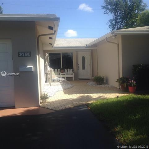 511 NE 49th St, Oakland Park, FL 33334 (MLS #A10707453) :: RE/MAX Presidential Real Estate Group