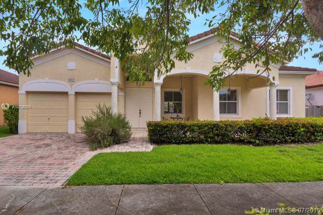 16607 SW 81st Ter, Miami, FL 33193 (MLS #A10708101) :: United Realty Group
