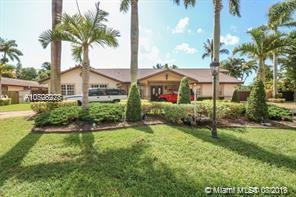 11865 SW 112th Ave Cir, Miami, FL 33176 (MLS #A10708228) :: Grove Properties