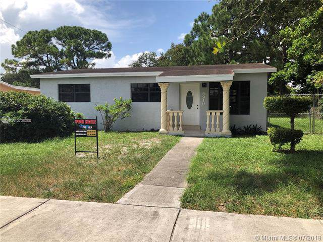 3910 NW 164th St, Miami Gardens, FL 33054 (MLS #A10708388) :: The Riley Smith Group