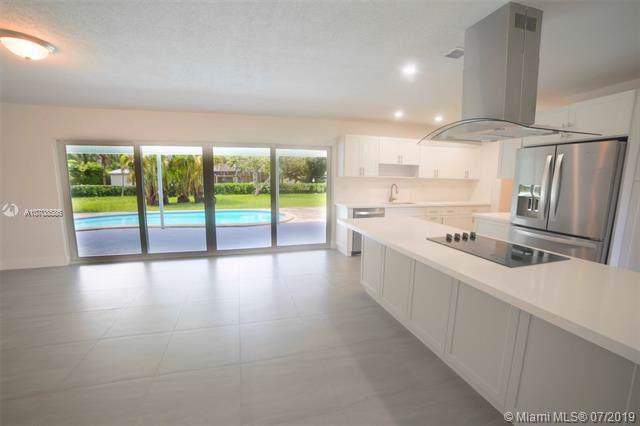 8560 SW 118 ST, Miami, FL 33156 (MLS #A10708586) :: Grove Properties