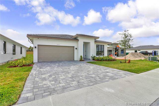 2938 SE 3rd St, Homestead, FL 33033 (MLS #A10708792) :: The Jack Coden Group