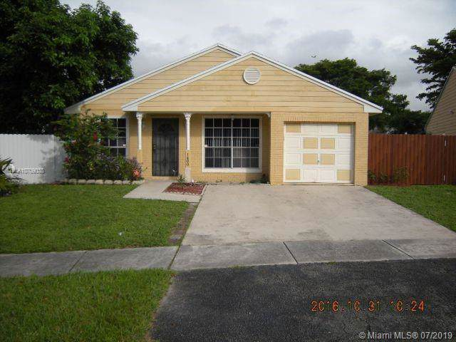 1400 SW 87th Ave, Pembroke Pines, FL 33025 (MLS #A10709038) :: Castelli Real Estate Services