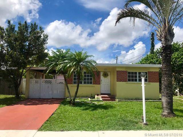 5611 Tyler St, Hollywood, FL 33021 (MLS #A10709387) :: Grove Properties