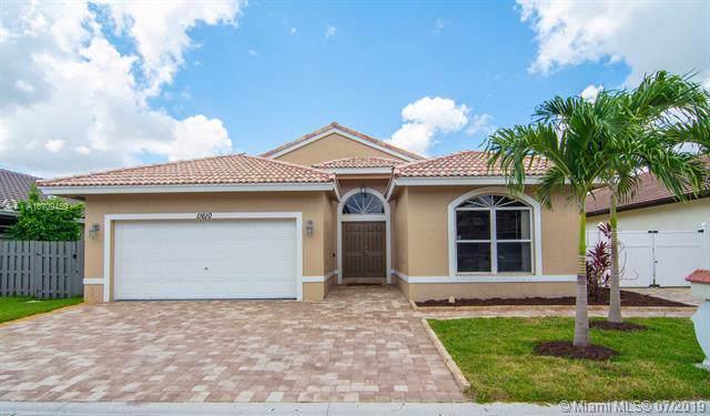 11610 SW 10th St, Pembroke Pines, FL 33025 (MLS #A10709459) :: Berkshire Hathaway HomeServices EWM Realty