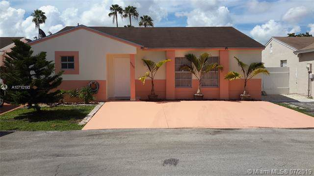 19908 NW 67th Cir Ct, Hialeah, FL 33015 (MLS #A10710193) :: Lucido Global