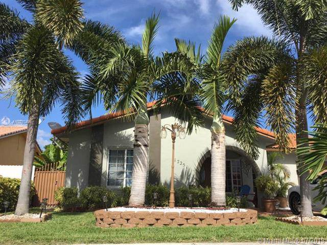 17251 SW 150th Ct, Miami, FL 33187 (MLS #A10710496) :: United Realty Group