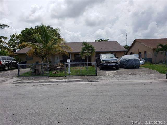 17586 SW 106th Ave, Miami, FL 33157 (MLS #A10710597) :: The Kurz Team