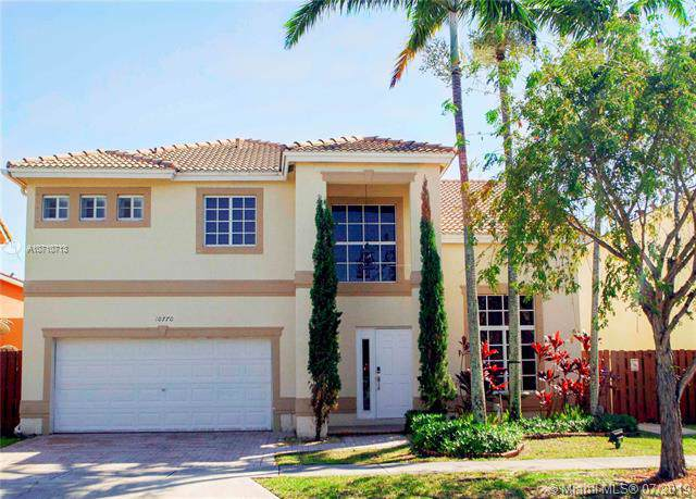 10770 NW 52 ST, Doral, FL 33178 (MLS #A10710713) :: United Realty Group