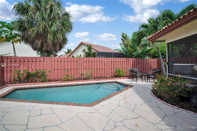 630 SW 113th Ave, Pembroke Pines, FL 33025 (MLS #A10710823) :: Castelli Real Estate Services