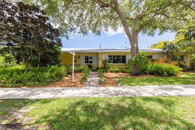 11825 SW 107 Ave, Miami, FL 33176 (MLS #A10710892) :: The Adrian Foley Group