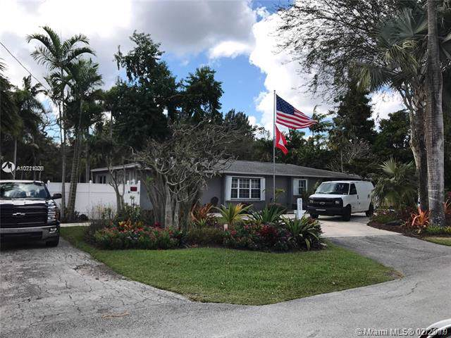 325 Farmington Dr, Plantation, FL 33317 (MLS #A10711026) :: GK Realty Group LLC