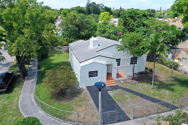 1061 NW 42nd St, Miami, FL 33127 (MLS #A10711241) :: The Teri Arbogast Team at Keller Williams Partners SW