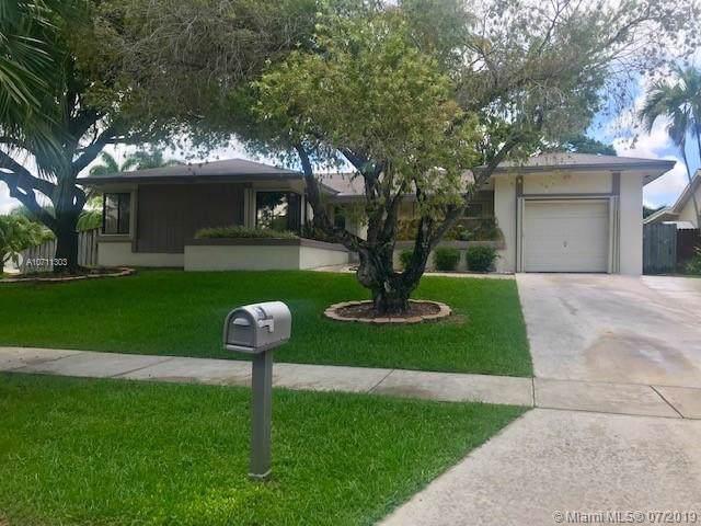 9765 SW 215th Ln, Cutler Bay, FL 33189 (MLS #A10711303) :: The Brickell Scoop