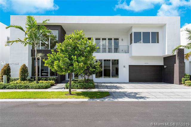 10264 NW 75th Ter, Doral, FL 33178 (MLS #A10711524) :: Grove Properties