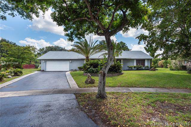 1300 SW 73rd Ave, Plantation, FL 33317 (MLS #A10712328) :: The Paiz Group
