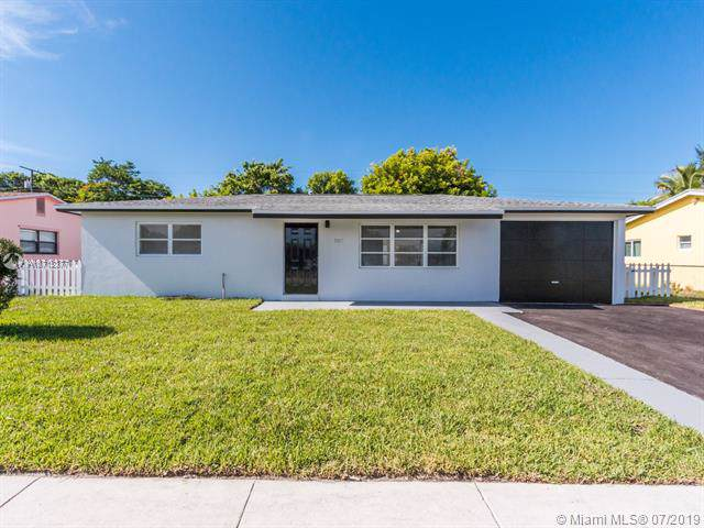 507 W 29th St, Riviera Beach, FL 33404 (MLS #A10712377) :: Ray De Leon with One Sotheby's International Realty