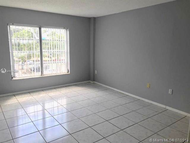 4174 Inverrary Dr #310, Lauderhill, FL 33319 (MLS #A10712427) :: Ray De Leon with One Sotheby's International Realty