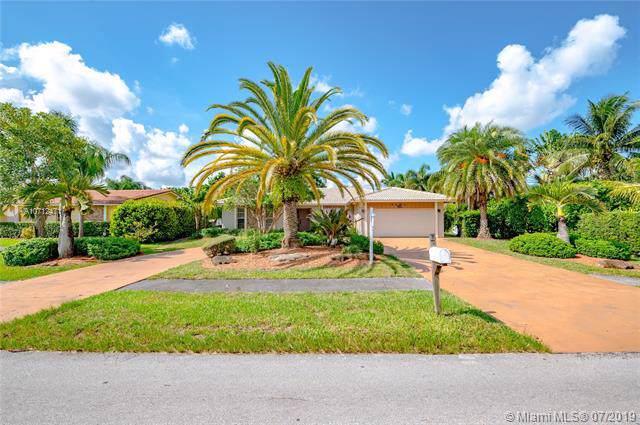 8662 Ramblewood Dr, Coral Springs, FL 33071 (MLS #A10712471) :: Laurie Finkelstein Reader Team