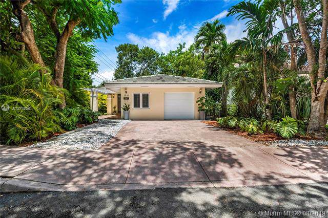 1561 Murcia Ave, Coral Gables, FL 33134 (MLS #A10714050) :: The Jack Coden Group