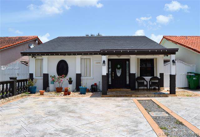 12775 NW 103rd Ave, Hialeah Gardens, FL 33018 (MLS #A10714341) :: United Realty Group