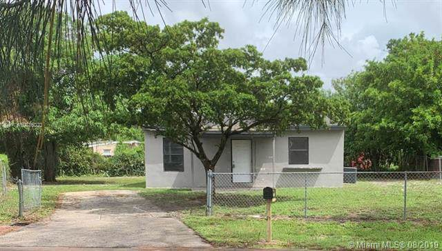 1715 NW 13th St, Fort Lauderdale, FL 33311 (MLS #A10716070) :: The Kurz Team