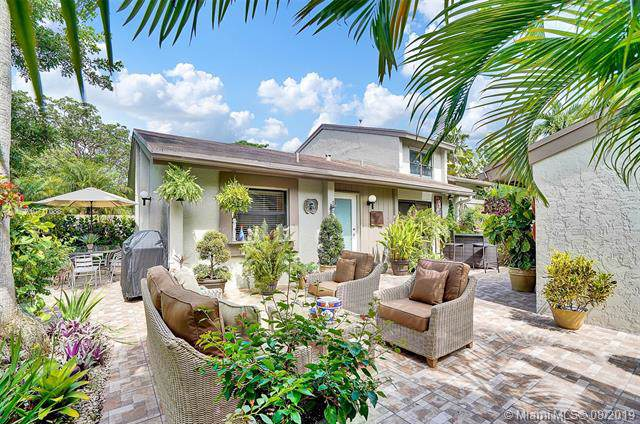 11467 SW 110th Ln, Miami, FL 33176 (MLS #A10717088) :: Berkshire Hathaway HomeServices EWM Realty