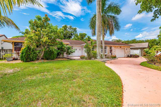 11330 NW 45th St, Coral Springs, FL 33065 (MLS #A10717643) :: Ray De Leon with One Sotheby's International Realty