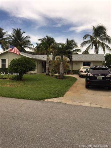 8672 SE Sandridge Ave, Hobe Sound, FL 33455 (MLS #A10717865) :: Berkshire Hathaway HomeServices EWM Realty